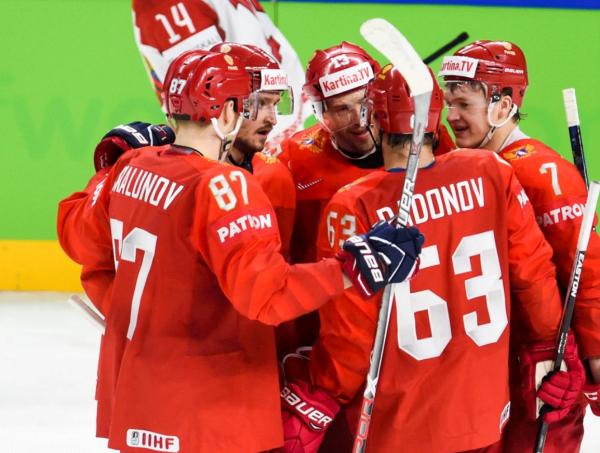 Хоккеисты сборной России возложил цветы к памятникам советским воинам в Дании