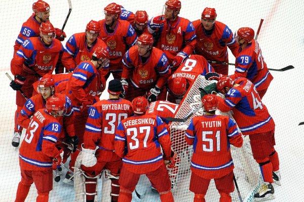 Вратарь сборной России по хоккею прибыл на матч на тележке