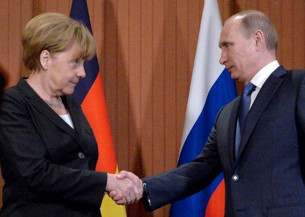 Меркель пообещала поговорить с Порошенко об освобождении главного редактора