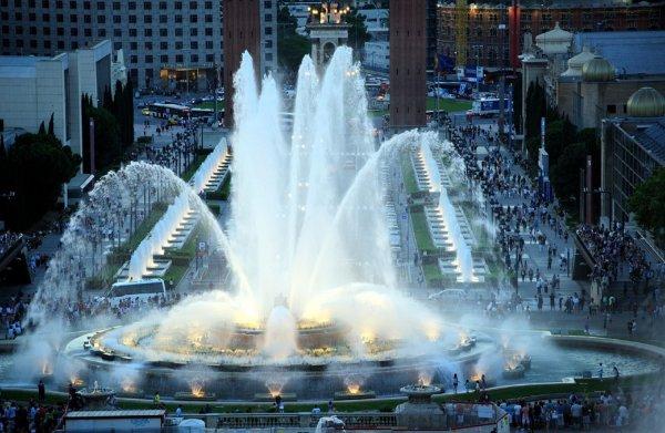 В Голландии соорудили фонтан в виде 220 пенисов