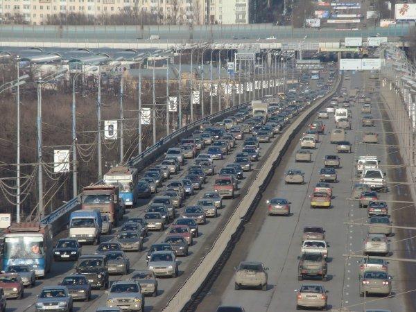 В «Единой России» предложили «сузить» дороги для экономии