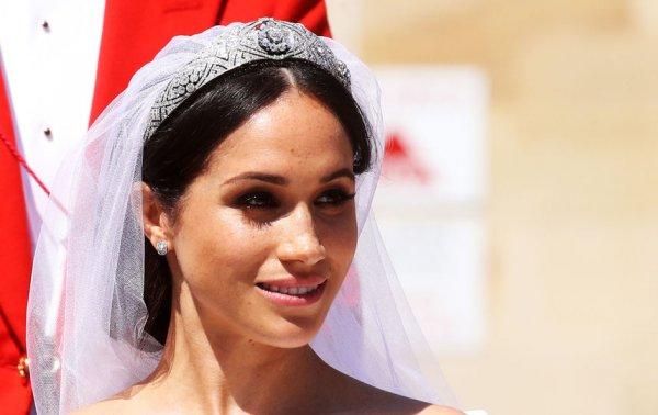 Стилисты показали, как за 15 минут сделать свадебную прическу Меган Маркл