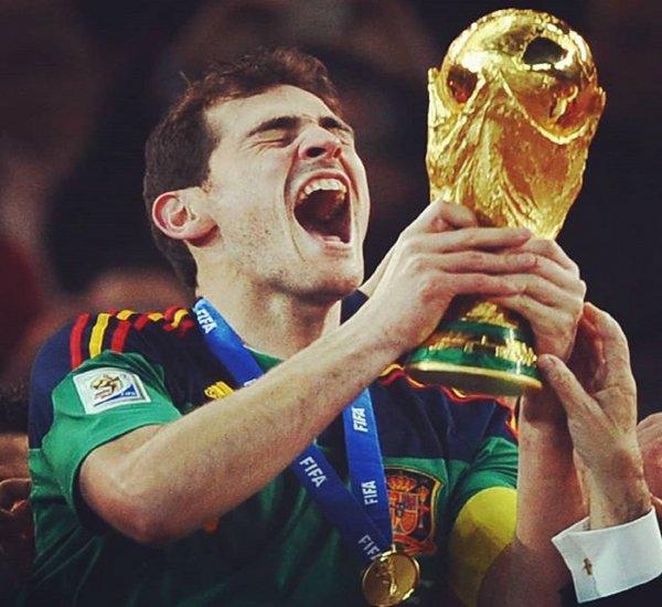 В Ростов доставили кубок чемпионата мира по футболу