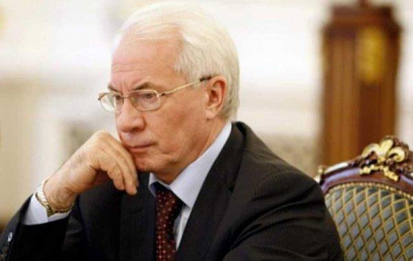Азаров прокомментировал идею пропаганды на канале Порошенко
