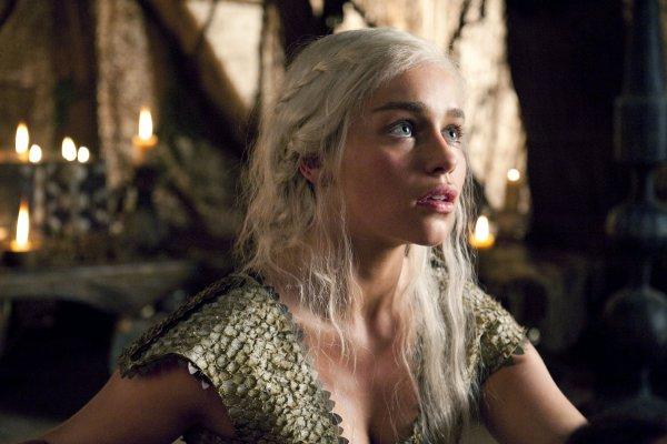 Эмилия Кларк выругалась, описывая заключительную сцену с Дейенерис в «Игре престолов»