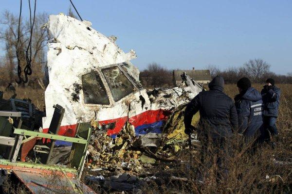 Песков: Путин слишком занят и еще не ознакомился с докладом по крушению МН17
