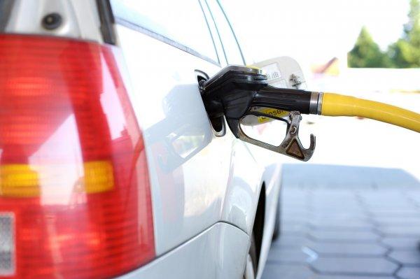 Всего за сутки в Крыму значительно поднялась цена на бензин