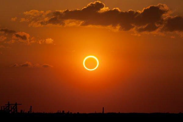 Мужчина в Сан-Диего заснял загадочное кольцо в небе