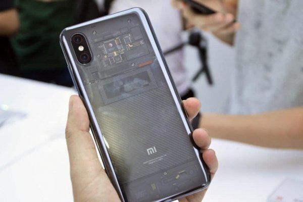 Задняя прозрачная панель Xiaomi Mi 8 Explorer Edition оказалась обманом