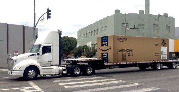 Amazon доставил динозавра из «Парка Юрского периода-2» в Лос-Анджелес