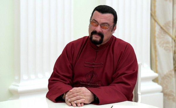 Стивен Сигал запустил в России собственное шоу о единоборствах «Жара Fight»