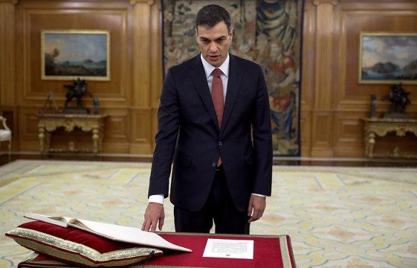 Новый премьер-министр Испании отказался присягать на библии и потребовал конституцию