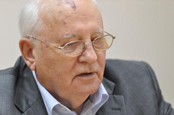 Горбачев призвал немедленно организовать встречу Путина и Трампа