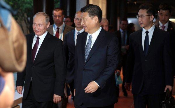 На встрече Путина с председателем КНР оркестр сыграл «Катюшу»