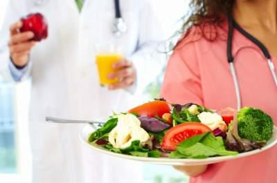 Диетологи назвали самые вредные привычки в питании