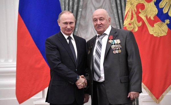 Путин вручил государственные награды за 2017 год