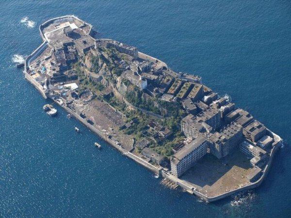 В Японии бетонный остров-призрак стал популярным туристическим местом