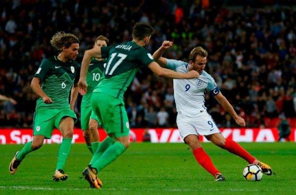 Британские футболисты побоялись отведать русский каравай