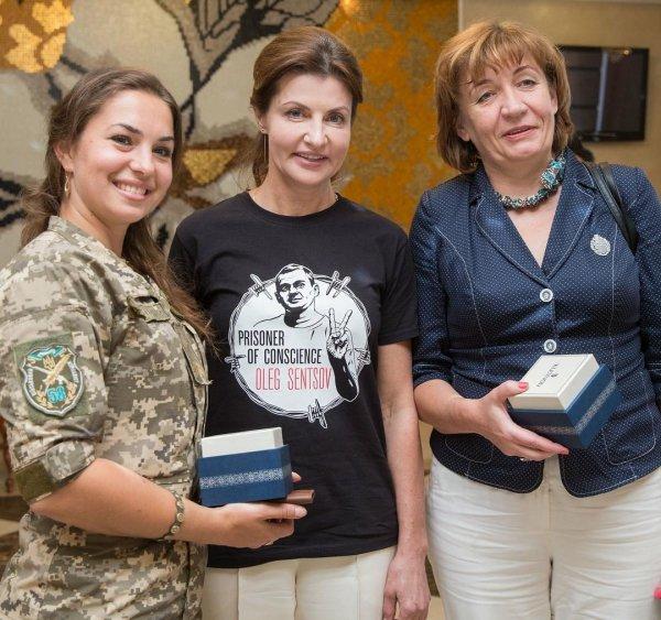 Жена Петра Порошенко появилась на публике в футболке с изображением Олега Сенцова