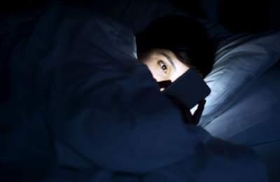 Медики рассказали, может ли смартфон лишить вас зрения