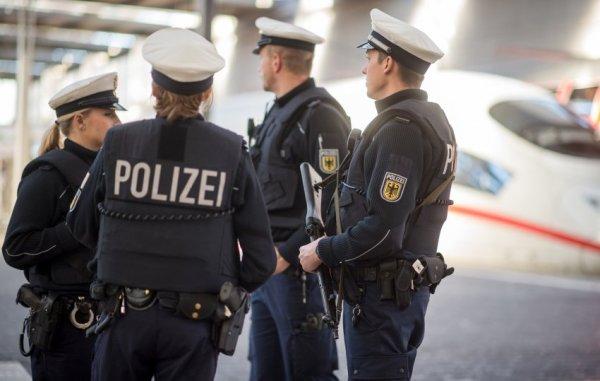 В Германии мужчина убил ножом девушку и ранил трех человек