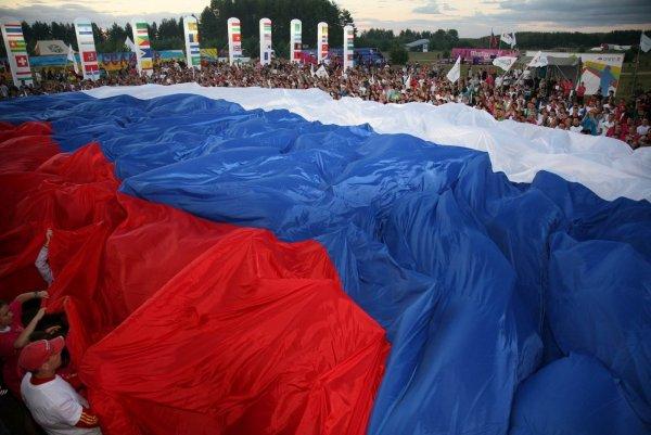Стометровый российский триколор пронесут по Волгограду