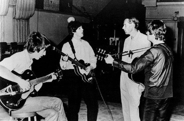 Уникальная находка: В Японии обнаружили десятки неизвестных снимков The Beatles