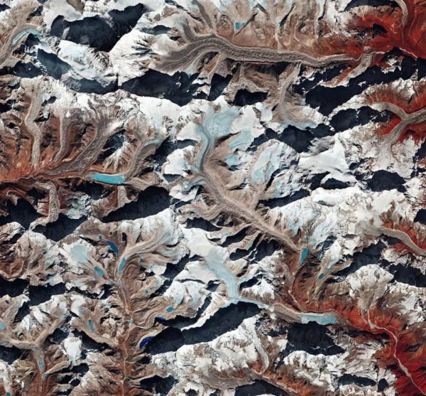 Учёные показали красоты горы Макалу со спутника