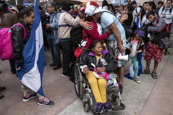 США разместит мигрантов на бывших военных базах