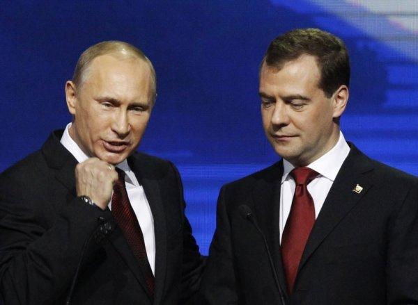 Медведев поздравляет выпускников с окончанием учебы