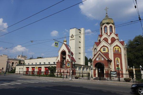 МЧС в Петербурге зажгли вечный огонь по погибших пожарных в годы войны