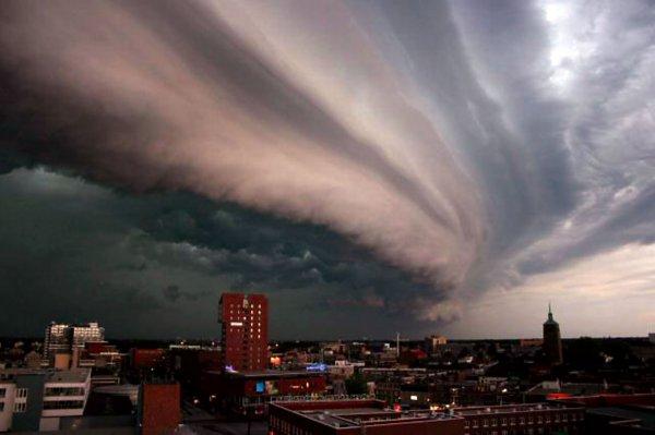 В Барнауле шторм стал причиной транспортного коллапса