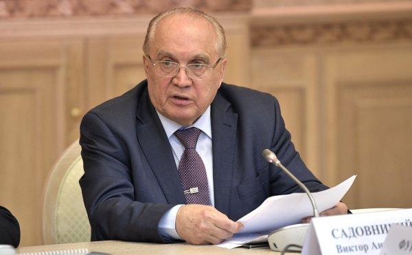 Ректоры МГУ и СПбГУ попросили у Медведева денег на зарплаты преподавателям