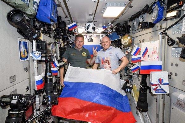 Российские космонавты на МКС сыграли  в футбол перед финалом ЧМ-2018
