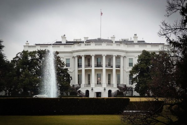 Белый дом обнародовал запрос ФБР о слежке за советником Трампа