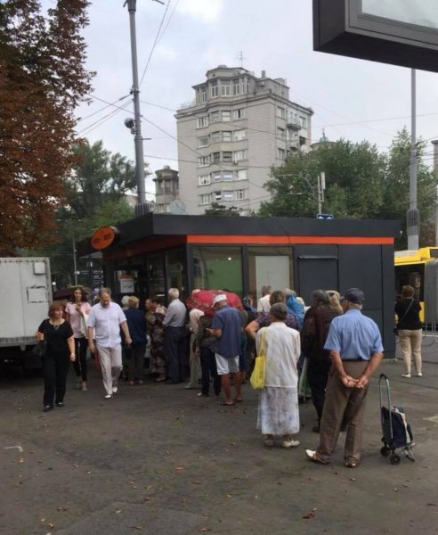 Европейское «средневековое» будущее: В Киеве выстроилась очередь за дешевым хлебом