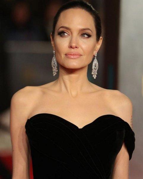 Кейт Миддлтон призвала Анджелину Джоли вернуть Брэда Питта