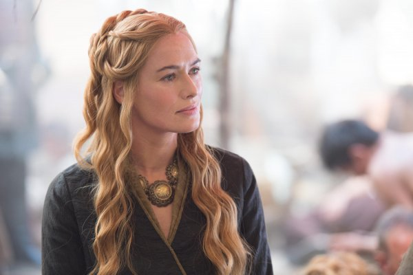 «Такого унижения я никогда не испытывала»: Беременную звезду «Игры престолов» журналист довел до слёз