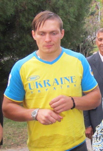 Усик советует украинцам не смотреть национальные телеканалы