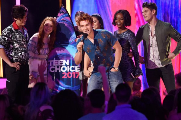 Teen Choice Awards в 2018: Сериал «Ривердэйл» победил в 12 номинациях