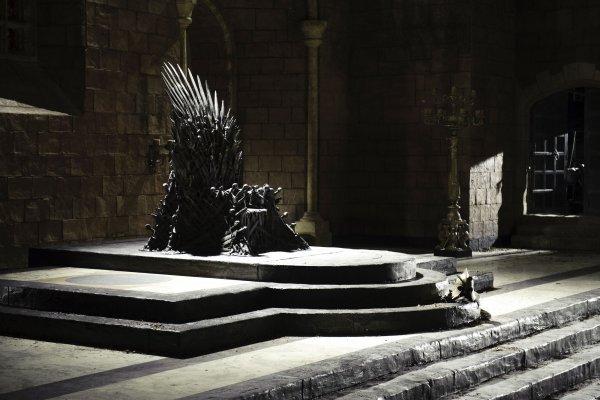 Кто станет правителем Семи королевств: Букмекеры принимают ставки на финал «Игры престолов»