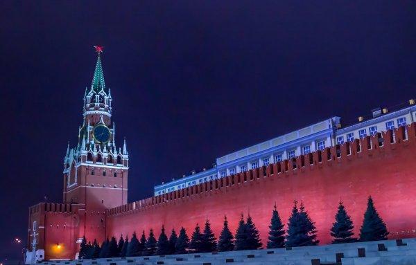 В постере сериала «Карточный домик» московский Кремль залили кровью