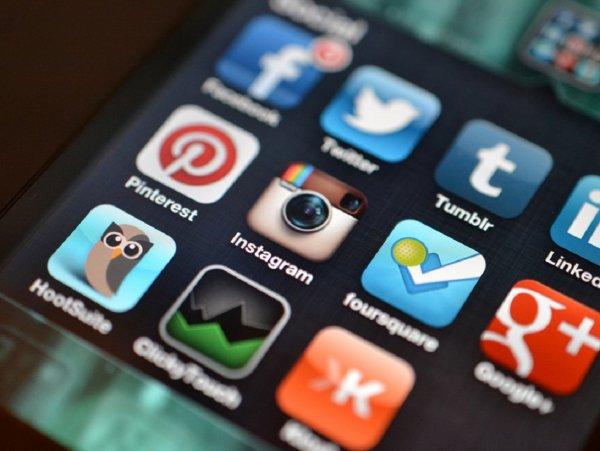 Основатели Instagram подали в отставку