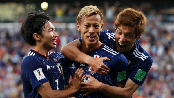 Японские футболисты после матча с Бельгией убрались в раздевалке и оставили записку
