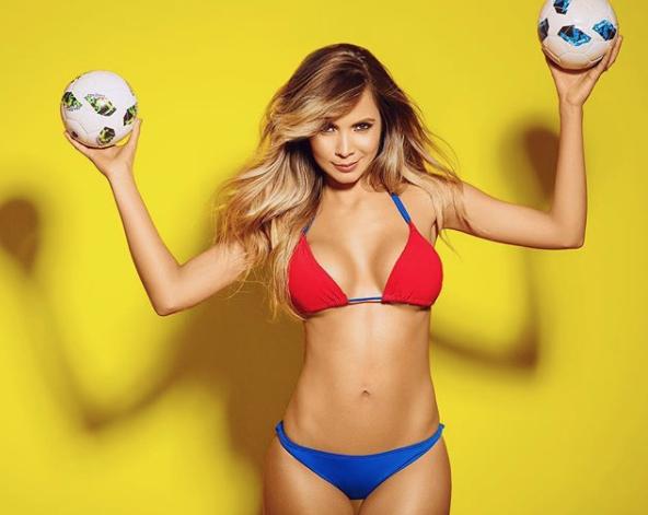 Горячие девушки футболистов колумбийской сборной решили помочь им выйти в 1/4 ЧМ-2018