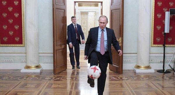 Путин обратился к легендам мирового футбола с просьбой сделать прогноз на оставшиеся матчи ЧМ