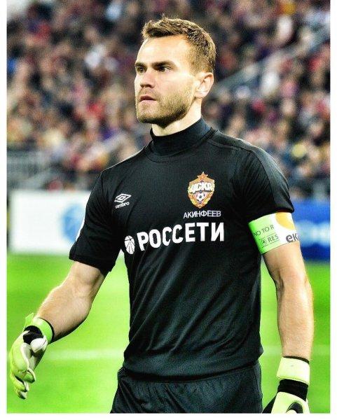 «Устал работать на два фронта»: Акинфеев больше не выступит за сборную России