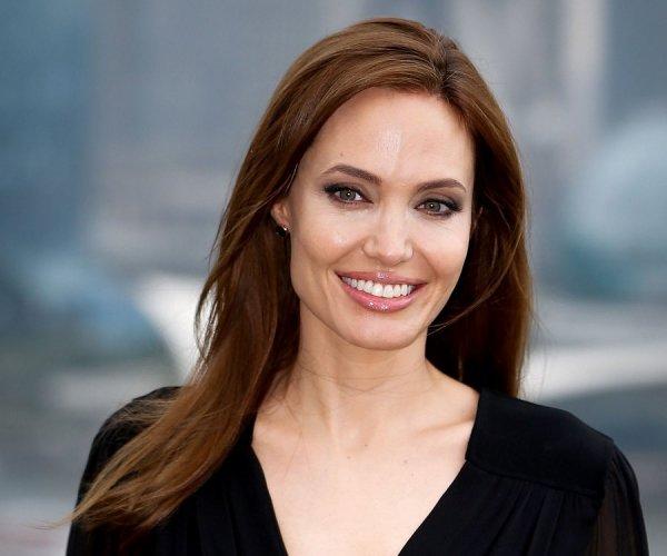 Красавица Анджелина Джоли завершила съемки в картине Come Away