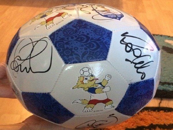 Ростовчанин продает мяч с автографами звезд бразильского футбола за 150 тысяч рублей