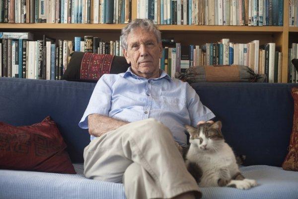 Скончался известный писатель современности Амос Оз